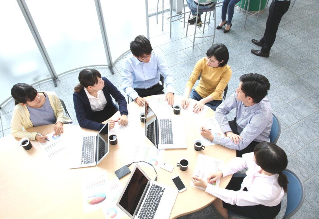 プロジェクトチームで部門間のとりまとめ